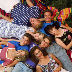 69329101-torna-il-telefilm-cult-degli-anni-90-beverly-hills-90210